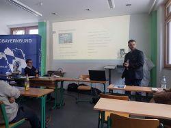 Zimmer bei dessen Präsentation des Bildungsurlaubsgesetzes für Bayern